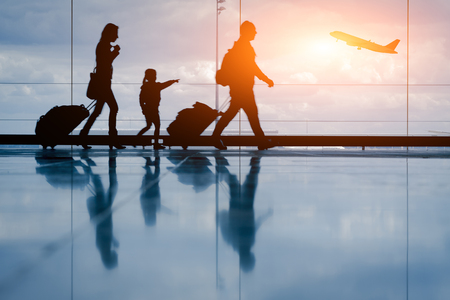 Photo pour Silhouette of young family and airplane at airport - image libre de droit