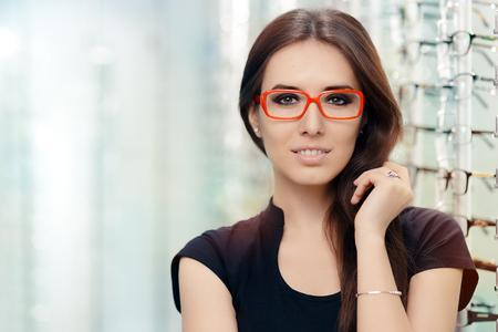 Foto de Young Woman with Eyeglasses in Optical Store - Imagen libre de derechos