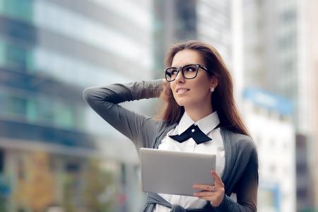 Foto de Urban Woman Wearing Glasses Holding  PC Tablet - Imagen libre de derechos