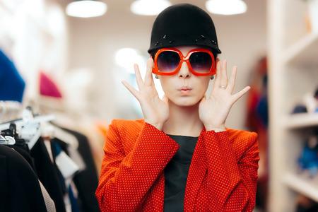 Foto de Eccentric Stylish Fashion Girl With Big Sunglasses and Chic Hat - Imagen libre de derechos