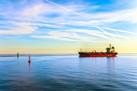 Foto per Oil Tanker Ship and buoy in the sea  - Immagine Royalty Free