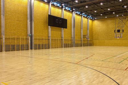Foto de Image of a indoor basketball court at a school. - Imagen libre de derechos