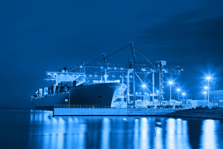 Photo pour Container ship in port at night - Shipping concept. - image libre de droit