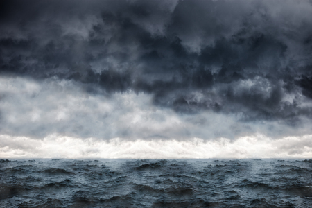Photo pour Dark clouds in the winter sky during a storm at sea. - image libre de droit