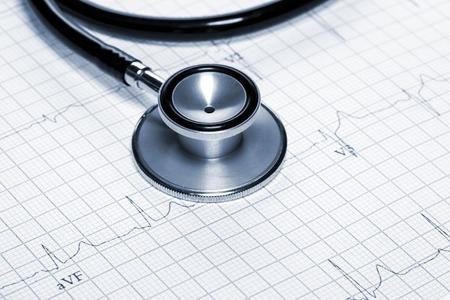 Foto de Stethoscope in the shape of heart beat on electrocardiogram. - Imagen libre de derechos
