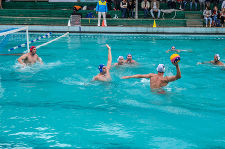 Photo pour LVIV, UKRAINE - JUNE 2018: Athletes play in the pool in water polo - image libre de droit