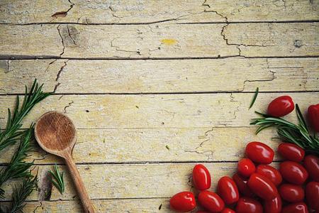 Foto de Fresh organic vegetables. Food background. Healthy food from garden - Imagen libre de derechos