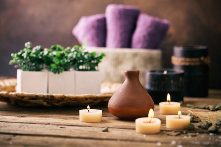Photo pour Spa and wellness setting with flowers and towels. Dayspa nature products - image libre de droit
