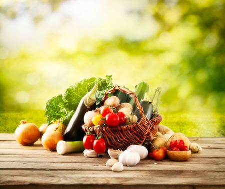 Photo pour Vegetables on wood - image libre de droit