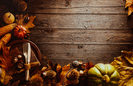 Photo pour Thanksgiving dinner. Autumn fruit with plate and cutlery. Thanksgiving autumn background - image libre de droit