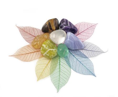 Foto de Healing Chakra Crystals on Leaves - Imagen libre de derechos