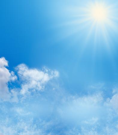 Foto de Blue sky fluffly clouds and sunshine background - Imagen libre de derechos