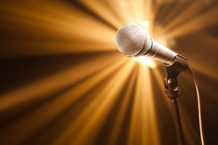Photo pour microphone on stage with golden rays - image libre de droit
