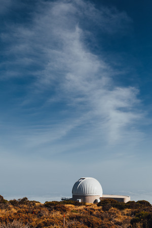 Foto de Teide Observatory astronomical telescopes in Tenerife, Canary Islands, Spain - Imagen libre de derechos