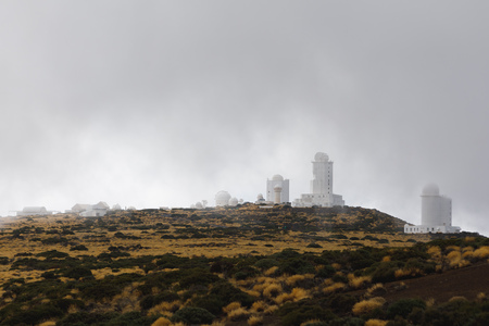 Foto de Teide Observatory astronomical telescopes in Tenerife, dense clouds background - Imagen libre de derechos