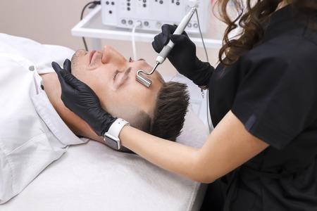 Photo pour The device is facial cosmetology. - image libre de droit
