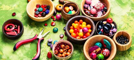 Photo pour Set of shapes and colors beads to make bead necklace.Bijouterie - image libre de droit