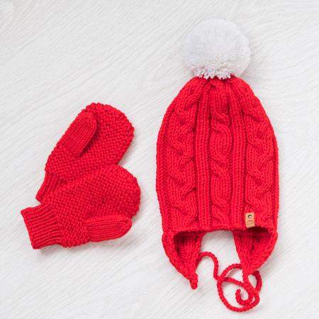 Foto de cozy knitted winter set - Imagen libre de derechos