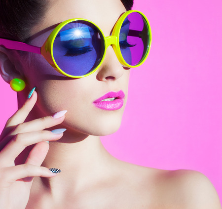 Photo pour Colorful summer portrait of an attractive young woman with sunglasses  - image libre de droit
