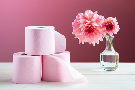 Foto de Toilet paper on the table - Imagen libre de derechos