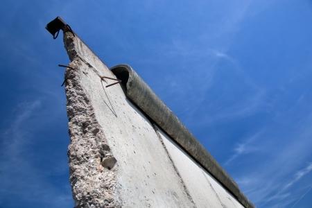 Foto de Berlin Wall Memorial with graffiti. The Gedenkstatte Berliner Mauer  - Imagen libre de derechos