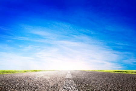 Photo pour Long empty asphalt road, highway towards sun. Travel, transport concepts - image libre de droit