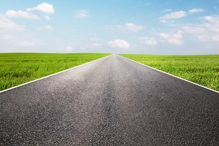 Foto de Long empty straight road, highway.  - Imagen libre de derechos