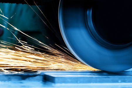 Photo pour Sparks from grinding machine in workshop. Industrial background, industry. - image libre de droit