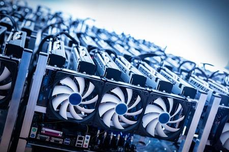 Photo pour Big IT machine with fans. Cryptocurrency business. Bitcoin mining farm - image libre de droit