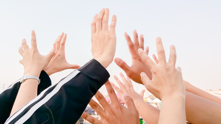 Foto de Many hands wanting / asking for something - Imagen libre de derechos