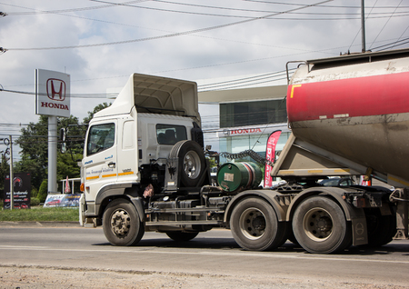Foto de Chiangmai, Thailand - September 25 2018: Cement Trailer truck of TLL Logistic company. Photo at road no.1001 about 8 km from city center, thailand. - Imagen libre de derechos