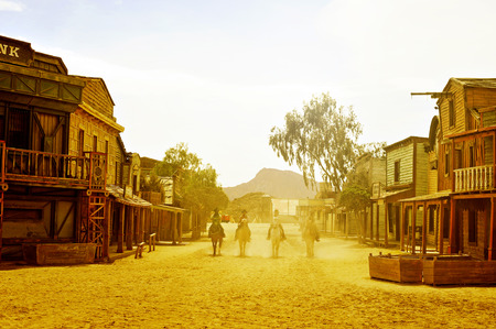 Photo pour Tabernas, Spain - September 18, 2014: Cowboys show in an old west town in Fort Bravo/Texas Hollywood in Tabernas, Spain. Fort Bravo is the biggest backlot of western style in Europe - image libre de droit