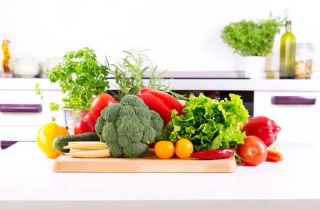 Photo pour fresh vegetables on the table in the kitchen - image libre de droit