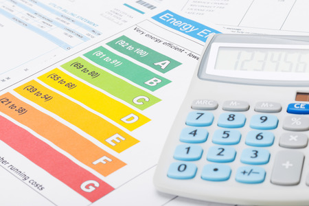 Foto de Energy efficiency chart and neat calculator - Imagen libre de derechos