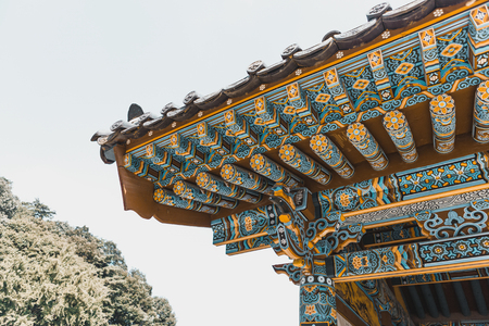 Photo pour Neat roof-top of traditional buddhist monastery at mountainous area somewhere in South Korea - image libre de droit