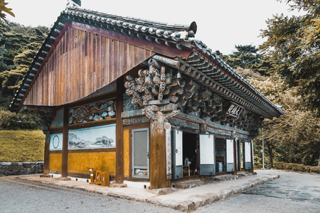 Photo pour One of old buildings of buddhist t monastery at mountainous area somewhere in South Korea - image libre de droit