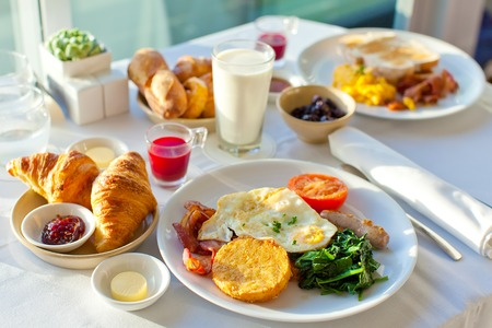 Photo pour delicious breakfast for two at the luxury hotel - image libre de droit
