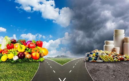 Foto de Nutrition choices dilemma between healthy food or medical pills - Imagen libre de derechos