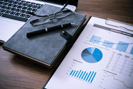 Foto de Showing business and financial report. Accounting - Imagen libre de derechos