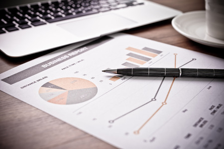Photo pour Showing business and financial report. Accounting - image libre de droit