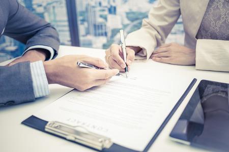Foto de Female hand signing contract. - Imagen libre de derechos