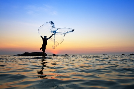 Foto de throwing fishing net during sunrise, Thailand - Imagen libre de derechos
