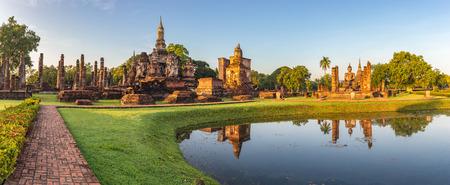 Foto de panorama of Sukothai Historical Park - Thailand - Imagen libre de derechos