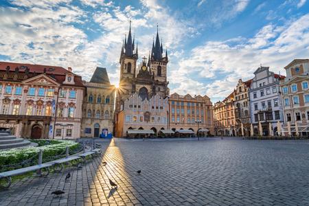Photo pour Old town square, Prague, Czech Republic - image libre de droit