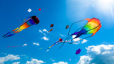Photo pour Various kites flying on the blue sky in the kite festival - image libre de droit