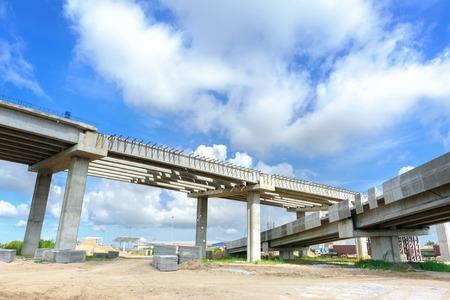 Foto de closeup structure of bridge under construction - Imagen libre de derechos