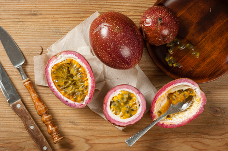 Photo pour Fresh passion fruit on wooden background. Passion fruit contains many small black seeds covered with the fruit's flesh. - image libre de droit