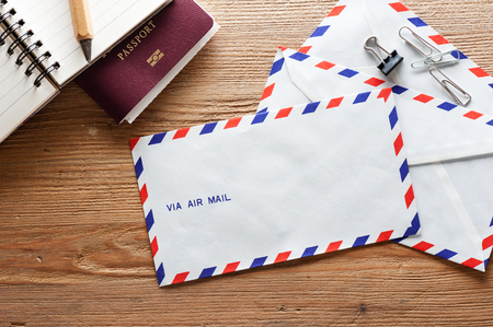 Foto de air mail envelope on the wood table - Imagen libre de derechos