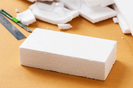 Foto de Closeup white polystyrene foam on the cardboard. Polystyrene foam is cushioning material in packaging, material for craft applications and other. - Imagen libre de derechos