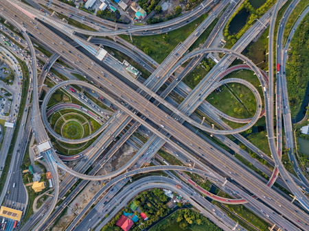 Photo pour Top view of Highway road junctions. The Intersecting freeway road overpass the eastern outer ring road of Bangkok, Thailand. - image libre de droit